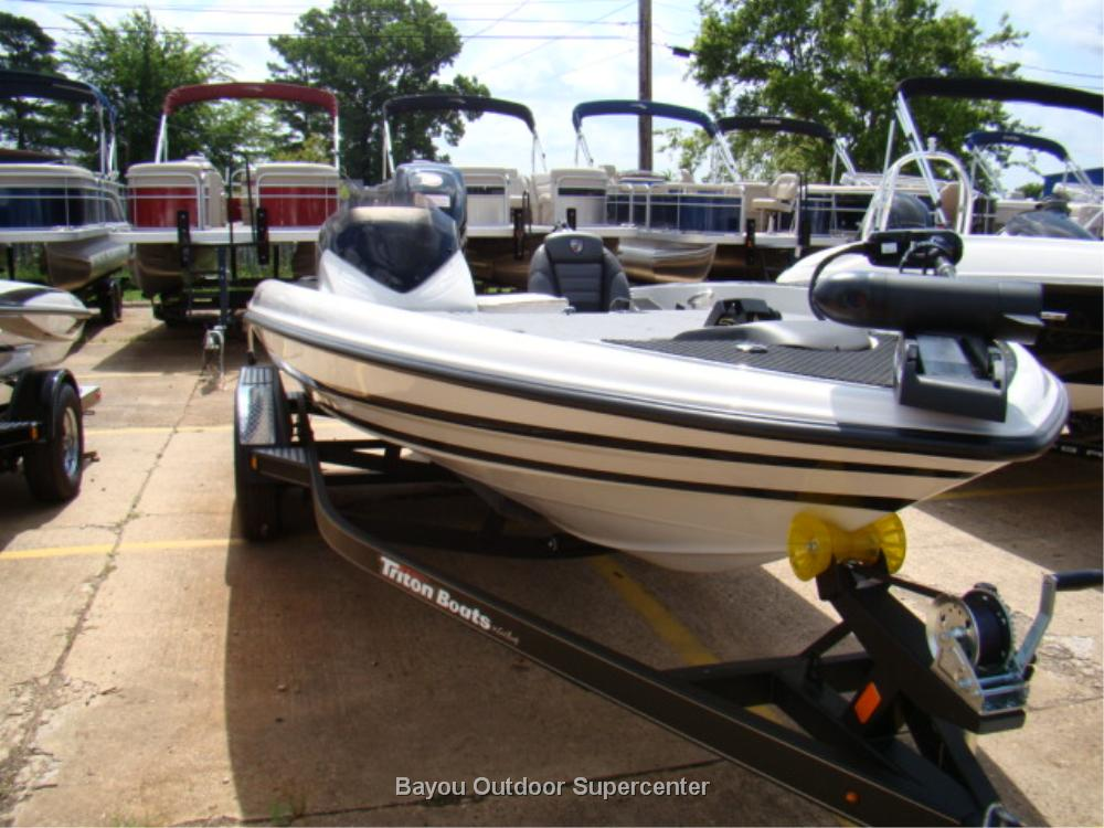 TRITON BOATS 18 TRX (Custom Color-Performance White/Carbon Mist -w/Mercury 200L Pro XS Optimax)