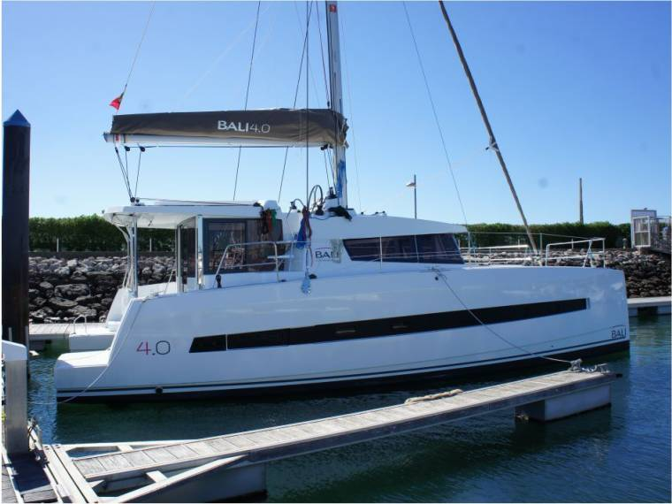 Catana Group Bali Catamarans 4.0 Lounge 3 cabins