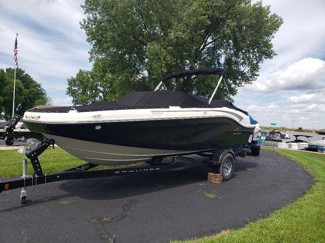 Bayliner Deck Boat DX2050