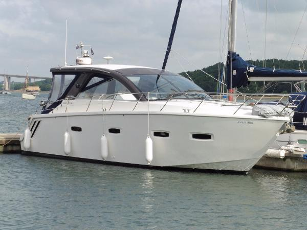 Sealine SC35 Moored
