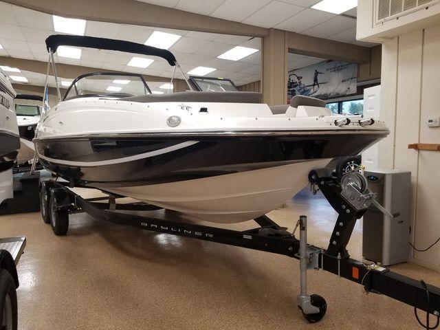 Bayliner Deck Boat 210