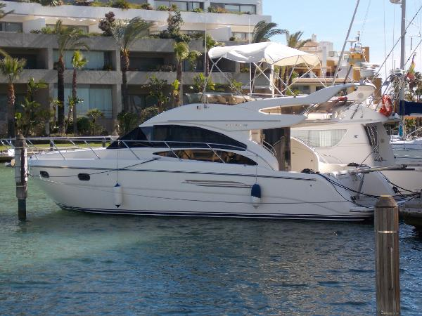 Princess 42 Flybridge In Port