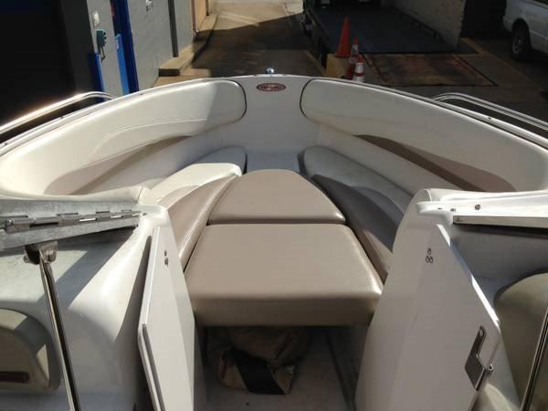Four Winns 200 Horizon Forward bow seating