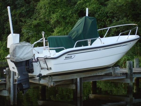 Boston Whaler Dauntless 16