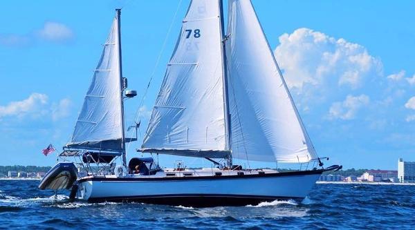 Pearson 424 CC Ketch Underway Full Sail