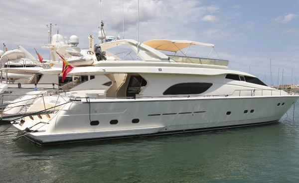 Ferretti Yachts 80 Starboard view