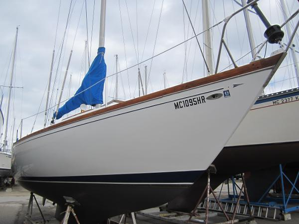 Tartan 34C Starboard forward