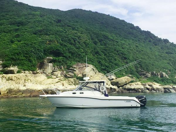 Boston Whaler 305 Conquest Motor Yacht Profile