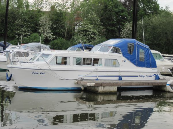 Viking 28 Highline Canal Cruiser