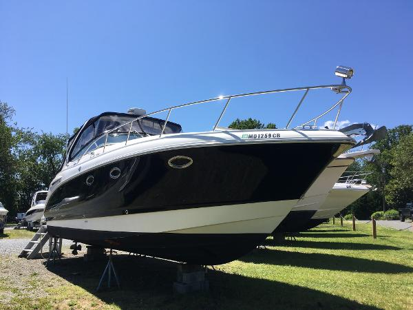 Chaparral Signature 330 Starboard Bow