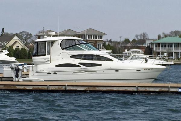 Cruisers 405 Express Motoryacht Profile