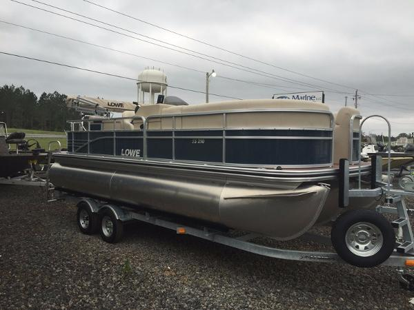 LOWE BOATS SS Pontoon 210 Privacy