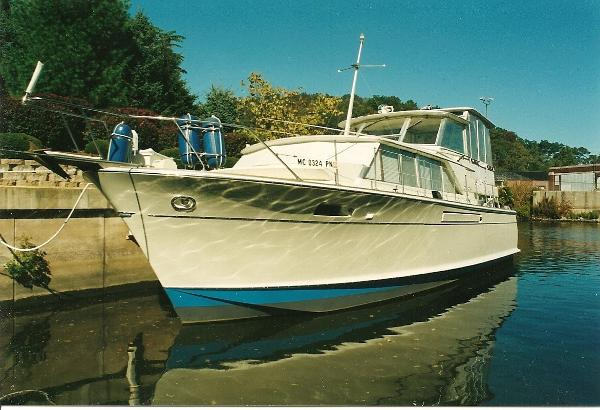 Chris-Craft 42 Commander September Song