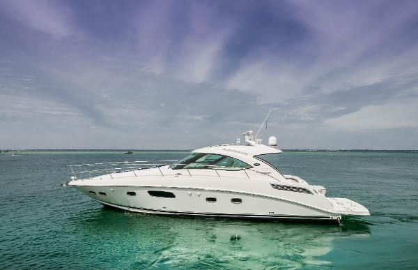 Sea Ray 470 Sundancer Starboard Profile