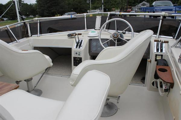 Upper Helm with Captain and Mate Swivel Chairs
