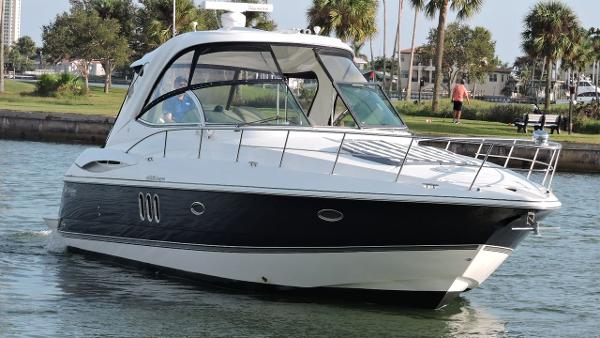 Cruisers Yachts 420 Express IPS Diesel Profile