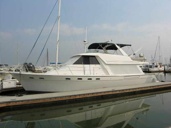 Bayliner 4788 Pilot House Motoryacht Side