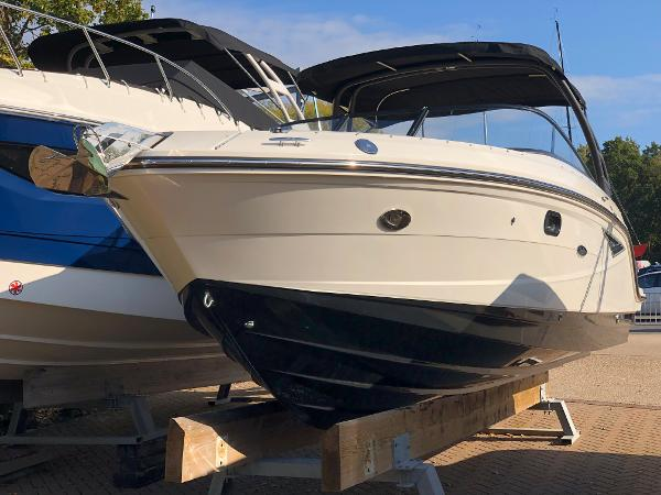 Sea Ray 250 SLX Port Bow