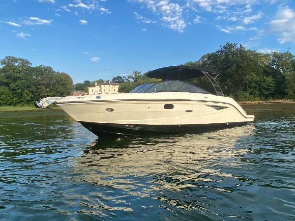 Sea Ray 250 SLX Port Side - Afloat
