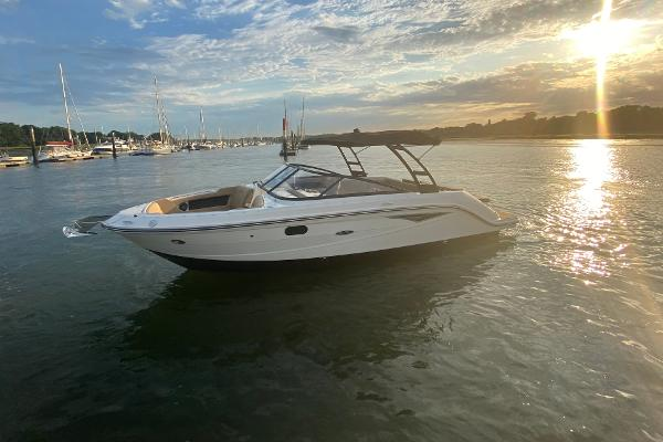 Sea Ray 250 SLX Afloat