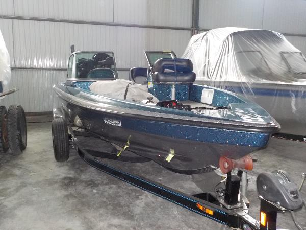 Charger Bass Boat 210