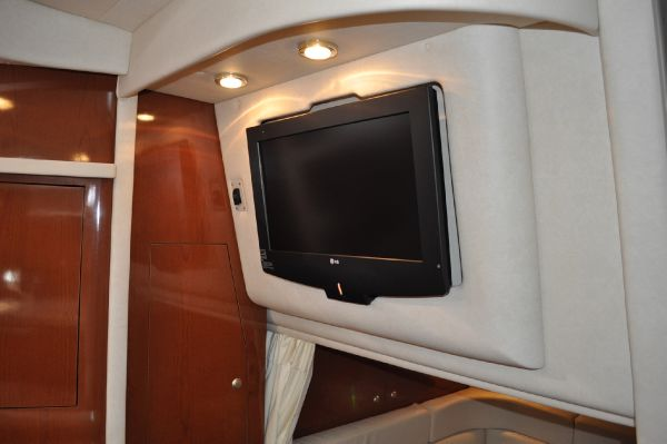 Salon LCD-Television w/Surround Sound Option)