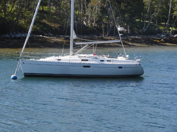 Beneteau Oceanis 352 The Beneteau 352 at her mooring