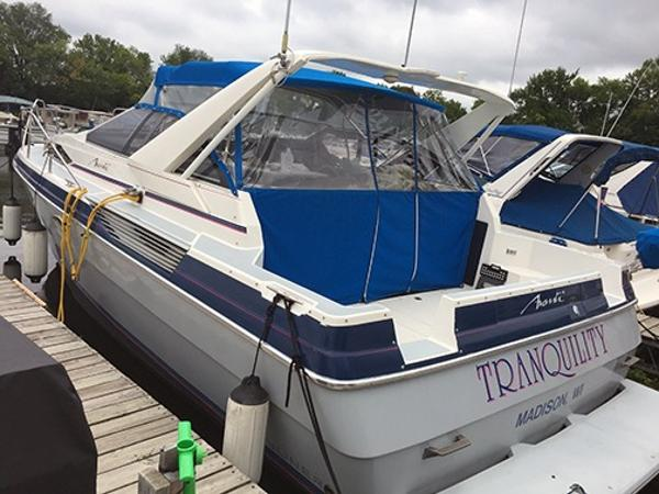 Bayliner Avanti 3485 In the slip
