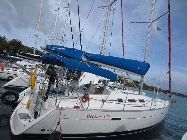 Beneteau Oceanis 373 Beneteau Oceanis 373 docked
