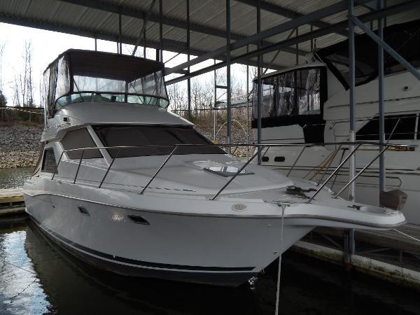 Bayliner 3258 Avanti Command Bridge