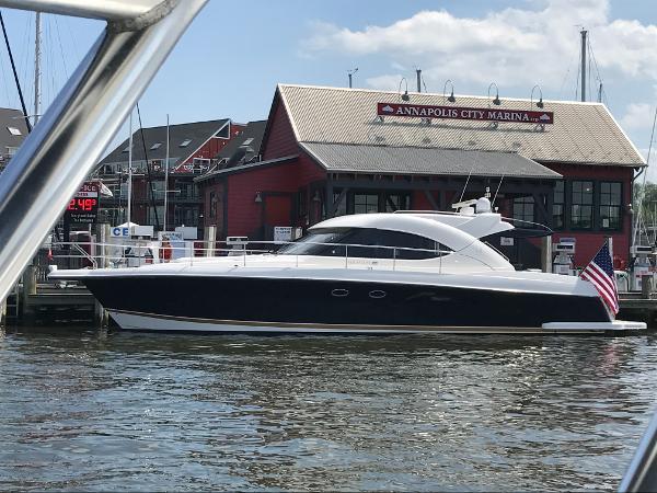 Riviera 4700 Sport Yacht Riviera 4700 Sport Yacht