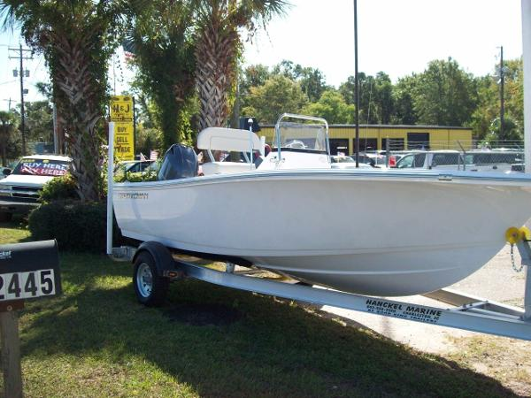 Sportsman Island Reef 17 Center Console