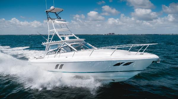 Intrepid 430 Sport Yacht Starboard Bow Profile