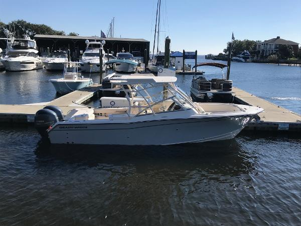 Grady-White Freedom 275 Twin Engine
