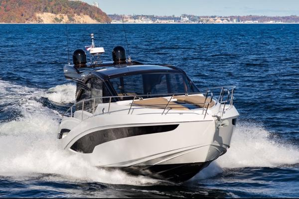 Galeon 425HTS Manufacturer Provided Image