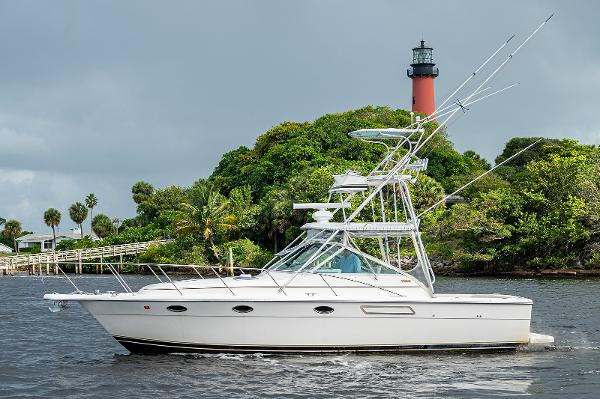 Tiara Yachts 3100 Open with Tower