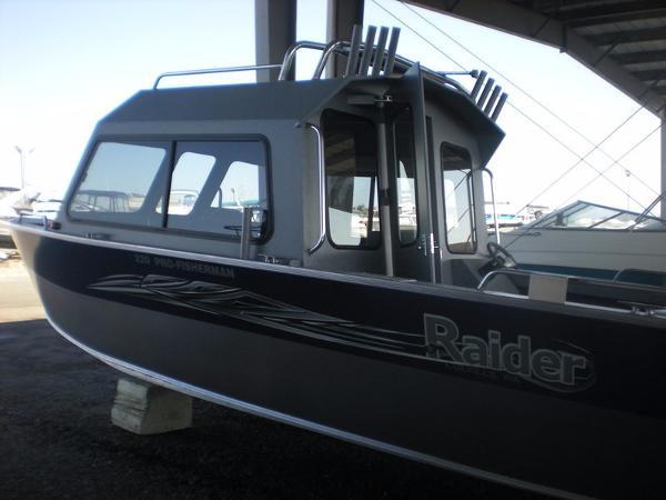 Raider Pro Fisherman 220