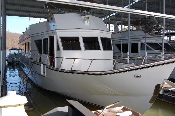 Custom Beachem CPMY Cockpit Motor Yacht