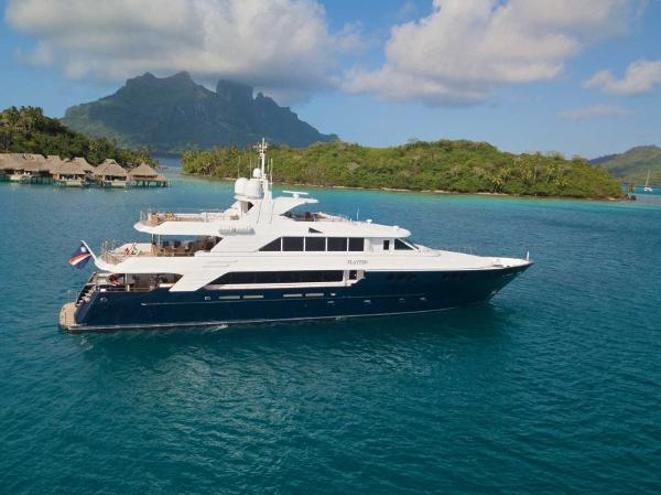 Richmond Yachts Tri-deck Motoryacht