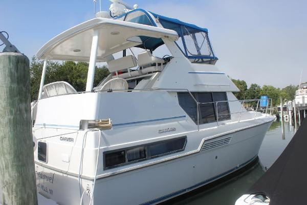 Carver 350 Aft Cabin Stbd view