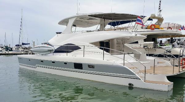 Custom Power Catamaran Custom Power Catamaran