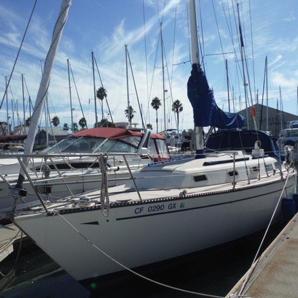 CAL 35 Port bow