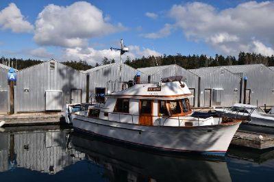 CHB 34 Tri Cabin Trawler