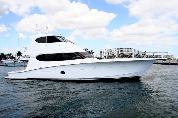 Hatteras 64 Enclosed Bridge Convertible Starboard Profile