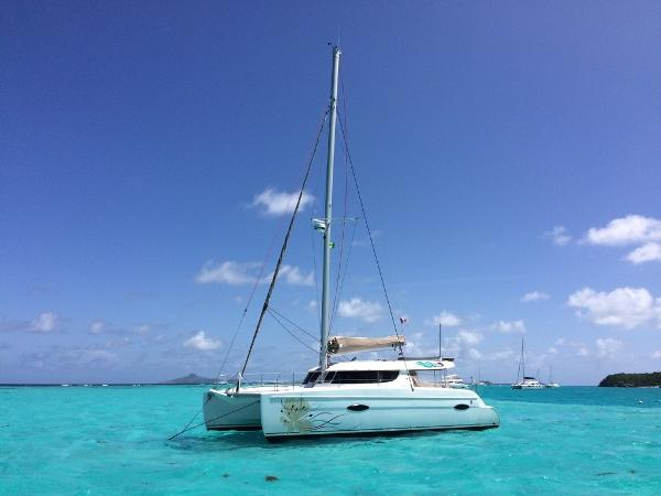 Fountaine Pajot Lipari 41 Au mouillage / At the anchor