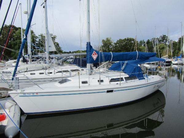 Catalina 320 Exterior Profile