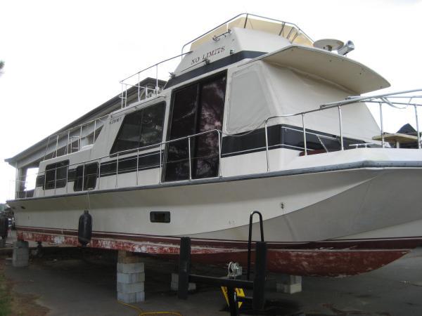 Holiday Mansion 48' x 14' Flybridge Houseboat
