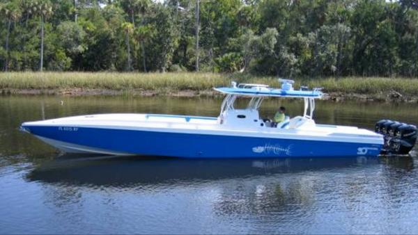 Big Thunder Offshore Center Console