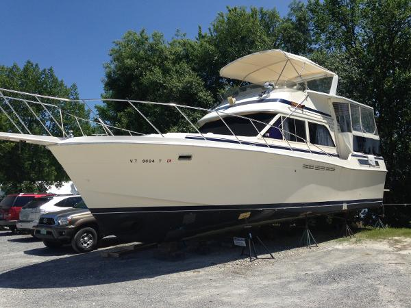 Chris-Craft Catalina 425