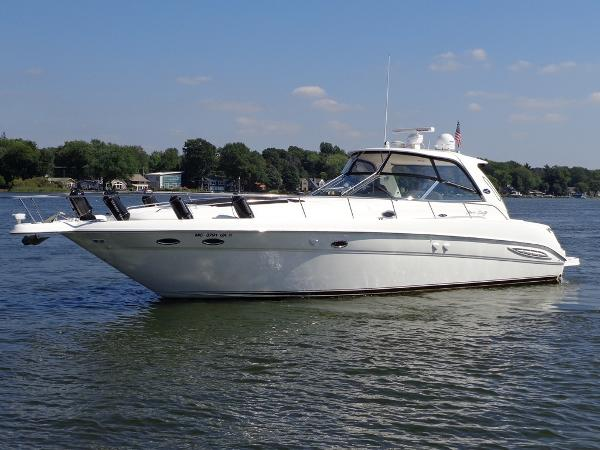 Sea Ray 460 Sundancer Exterior 1